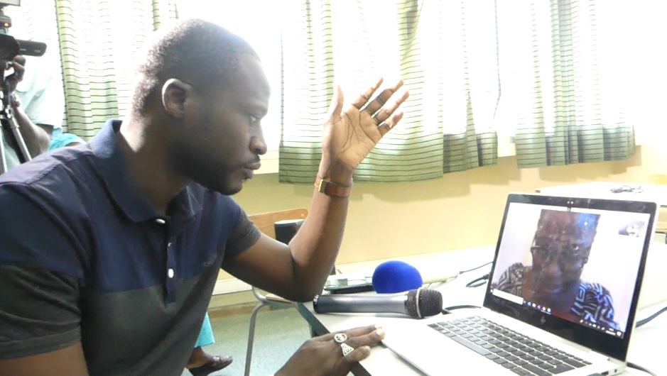 Image Connecting over Skype to dicuss internet health in Dakar.